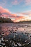 日落的惊人的看法在Waimakariri河的 图库摄影