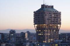 日落的摩天大楼Velasca在米兰 库存图片