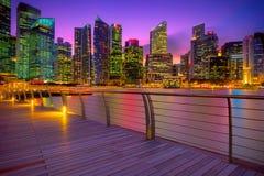 日落的新加坡小游艇船坞 免版税库存图片