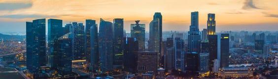 日落的新加坡街市摩天大楼 免版税图库摄影