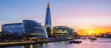日落的新的伦敦市政厅 库存图片