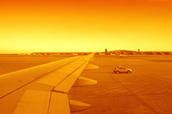 日落的机场 库存照片