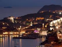 日落的杜布罗夫尼克市,克罗地亚 免版税库存照片