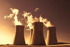 日落的核电站Dukovany在捷克欧洲 免版税库存照片