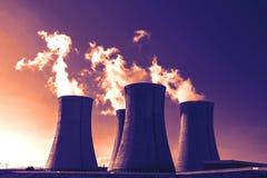 日落的核电站Dukovany在捷克欧洲 免版税库存图片