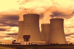 日落的核电站Temelin在捷克欧洲 图库摄影