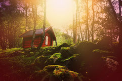日落的梦想的森林与木小屋 图库摄影
