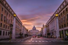 日落的梵蒂冈 免版税库存图片