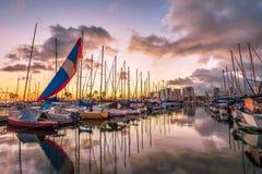 日落的檀香山港口 免版税库存照片
