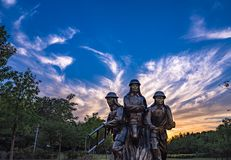 日落的消防队员 免版税图库摄影