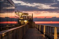 日落的游轮甲板 免版税库存照片
