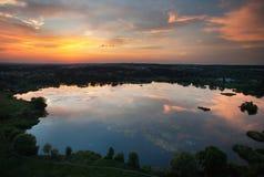 日落的湖从高度 库存图片