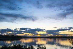 日落的湖 免版税库存照片
