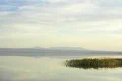 日落的湖Aidarkul 库存图片