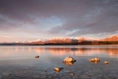 日落的特卡波湖 库存图片