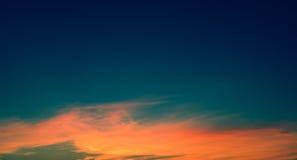 日落的独特的样式在蓝天的 库存图片