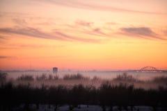 日落的看法从村庄房子的窗口的 免版税图库摄影