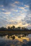 日落的精采颜色在布法罗湖的northwoods的 免版税库存照片