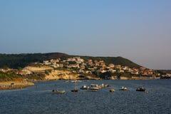 日落的美丽的沿海城市 库存图片