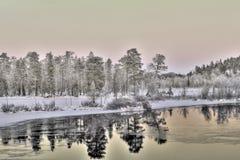日落的美丽的湖,拉普兰,芬兰 免版税库存照片