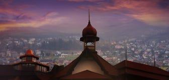 日落的老城市 免版税库存照片