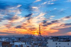 日落的艾菲尔铁塔在巴黎,法国 库存照片