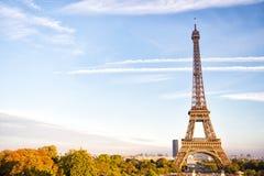 日落的艾菲尔铁塔在巴黎,法国 HDR 浪漫旅行背景 库存照片
