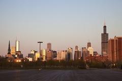 日落的芝加哥摩天大楼 免版税图库摄影