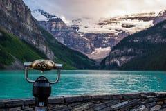 日落的路易丝湖在班夫国家公园,加拿大 免版税图库摄影