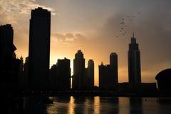 日落的迪拜喷泉湖 免版税图库摄影