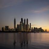 日落的迪拜海滨广场 免版税库存照片