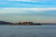日落的阿尔卡特拉斯岛,旧金山,加利福尼亚 免版税库存图片
