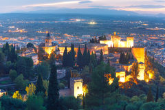 日落的阿尔罕布拉宫在格拉纳达,安大路西亚,西班牙 免版税图库摄影