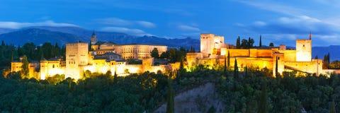 日落的阿尔罕布拉宫在格拉纳达,安大路西亚,西班牙 库存照片