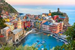 日落的韦尔纳扎,五乡地,利古里亚,意大利 库存图片