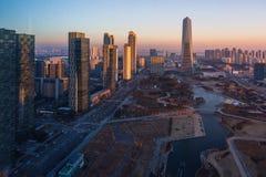 日落的韩国市,中央公园在Songdo区,茵契隆 库存图片