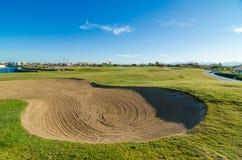 日落的高尔夫球场 免版税图库摄影