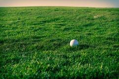 日落的高尔夫球场 库存照片