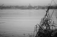 日落的,在黑白的风景安加拉河 库存图片