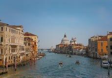 日落的,威尼斯,意大利运河重创的全景 库存照片