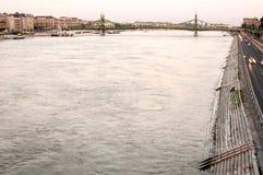 日落的,布达佩斯,匈牙利多瑙河 免版税库存图片