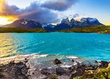 日落的,巴塔哥尼亚,智利托里斯del潘恩国家公园 库存照片