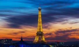 日落的,巴黎,法国艾菲尔铁塔 库存图片