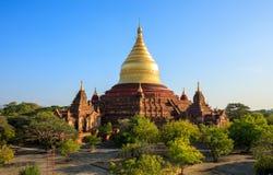 日落的, Bagan,缅甸Dhammayazika塔 免版税图库摄影