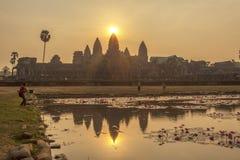 日落的吴哥窟,暹粒,柬埔寨 库存图片
