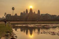 日落的吴哥窟,暹粒,柬埔寨 库存照片