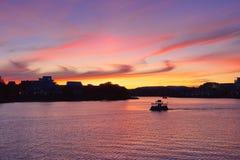 日落的维多利亚内在港口, BC,加拿大 图库摄影