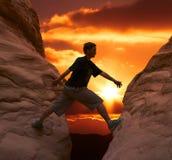 日落的登山人 免版税图库摄影