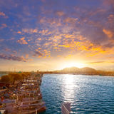 日落的Alcudia马略卡在小游艇船坞口岸马略卡 库存图片
