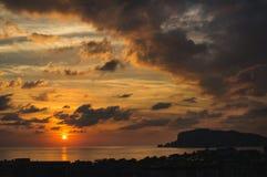 日落看法在海和平衡剧烈的天空,土耳其的 免版税库存照片